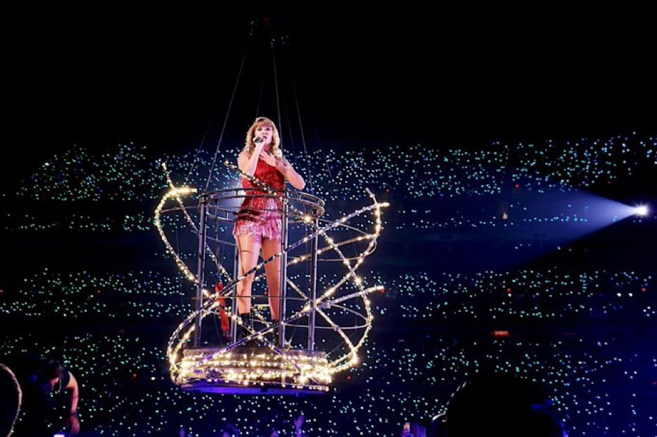 RT to vote for #Delicate as #BestMusicVideo at the #iHeartAwards 💕🥳🎉 @taylorswift13 @taylornation13