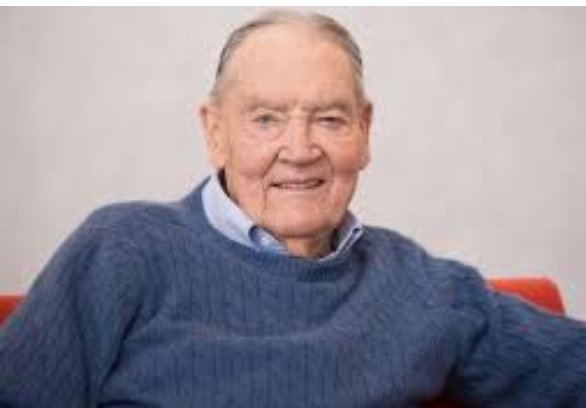 So sad to head the news of the passing of John #Bogle.   A caring and thoughtful #innovator and an #investment giant, he revolutionized access to a range of low-fund and well-designed products...benefiting many and positively disrupting the asset management business.  May he RIP. <br>http://pic.twitter.com/aVHDxe8m1Z