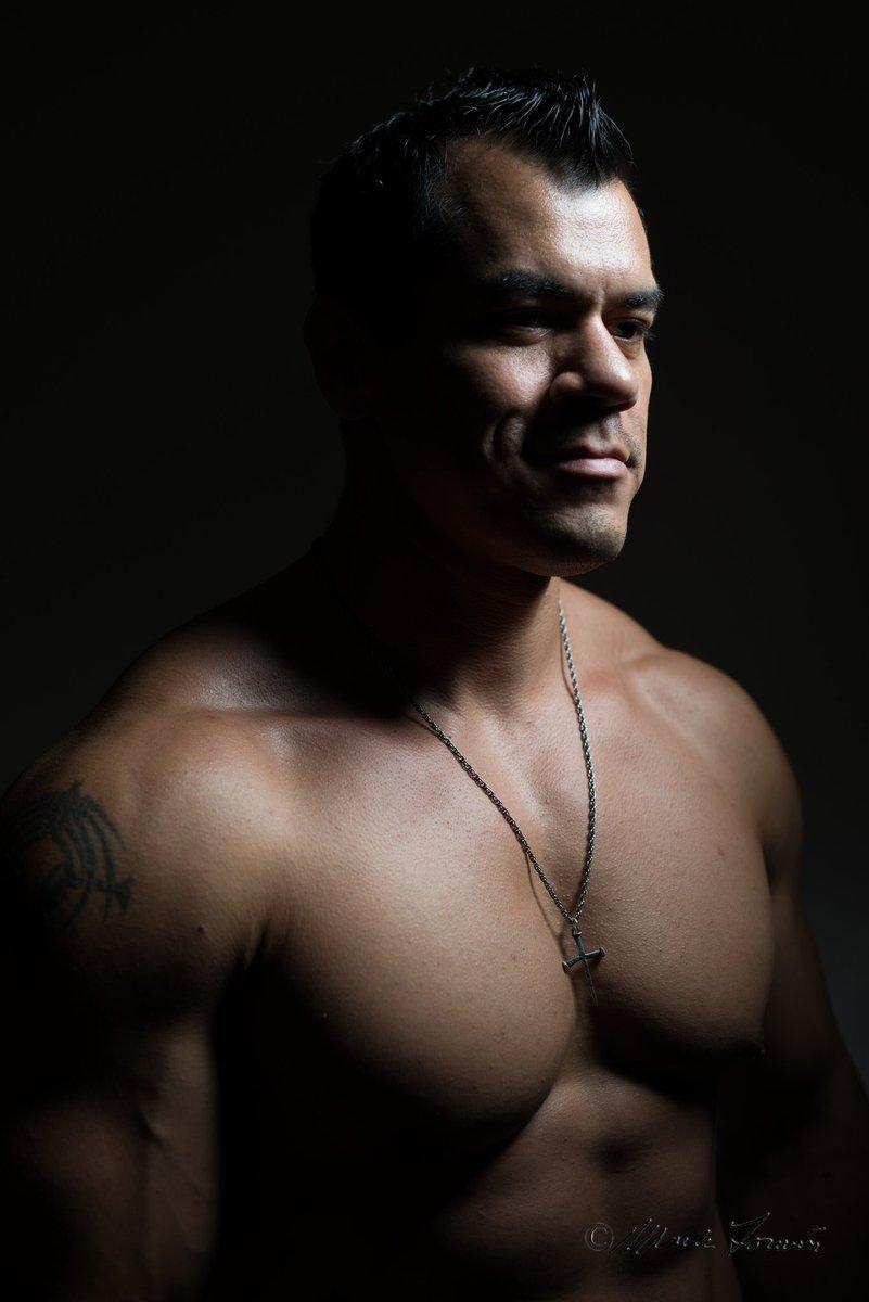Who had the biggest chest @Schwarzenegger or @LouFerrigno? #mexican #HULK #bodyengineers #iconmeals #gymtime #ActorsLife #jessejames #rollinsw0llen #BuildYourBody #Venice #evogennutrition #fitness #Motivation #evogenelite #harbinger #harbingerfitness #tc1Gel #wednesdaythoughts