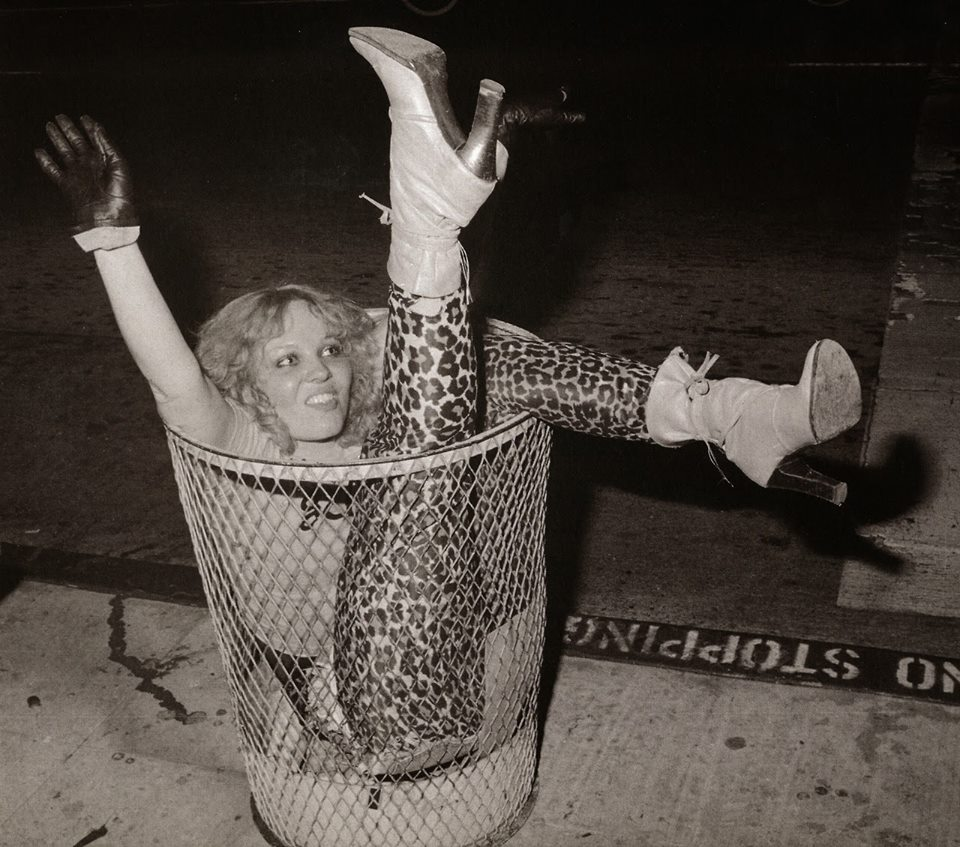 RIP Germs bassist Lorna Doom, seen here in this timeless punk photo. <br>http://pic.twitter.com/pdP2LQ8u1j