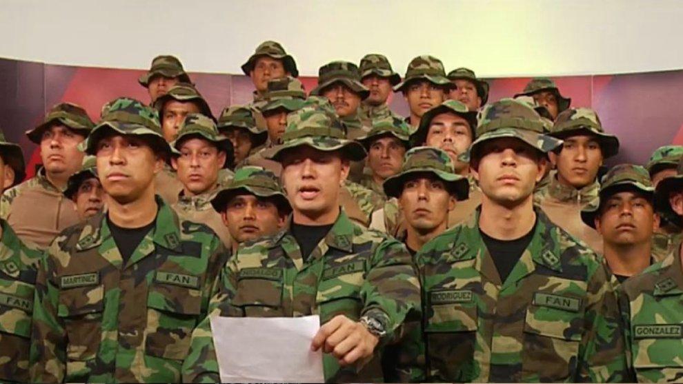 [#LoÚltimo] Grupo de militares venezolanos en Perú desconocen a Maduro y respaldan a Guaidó https://t.co/IPlOZCu9MR