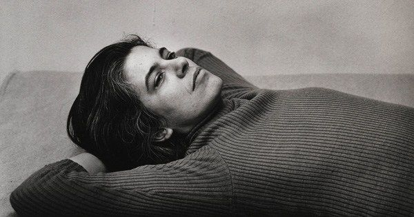 """Love words, agonize over sentences. And pay attention to the world.""  Susan Sontag, born on this day in 1933, on storytelling, what it means to be a decent human being, and her advice to writers:  https://t.co/YcDPkbXOu0"