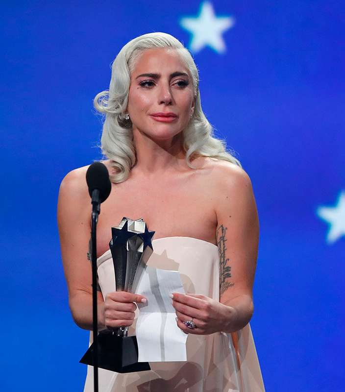 A internet está incrédula com a semelhança entre Lady Gaga e Temer https://t.co/Jq9Ox3w6yQ