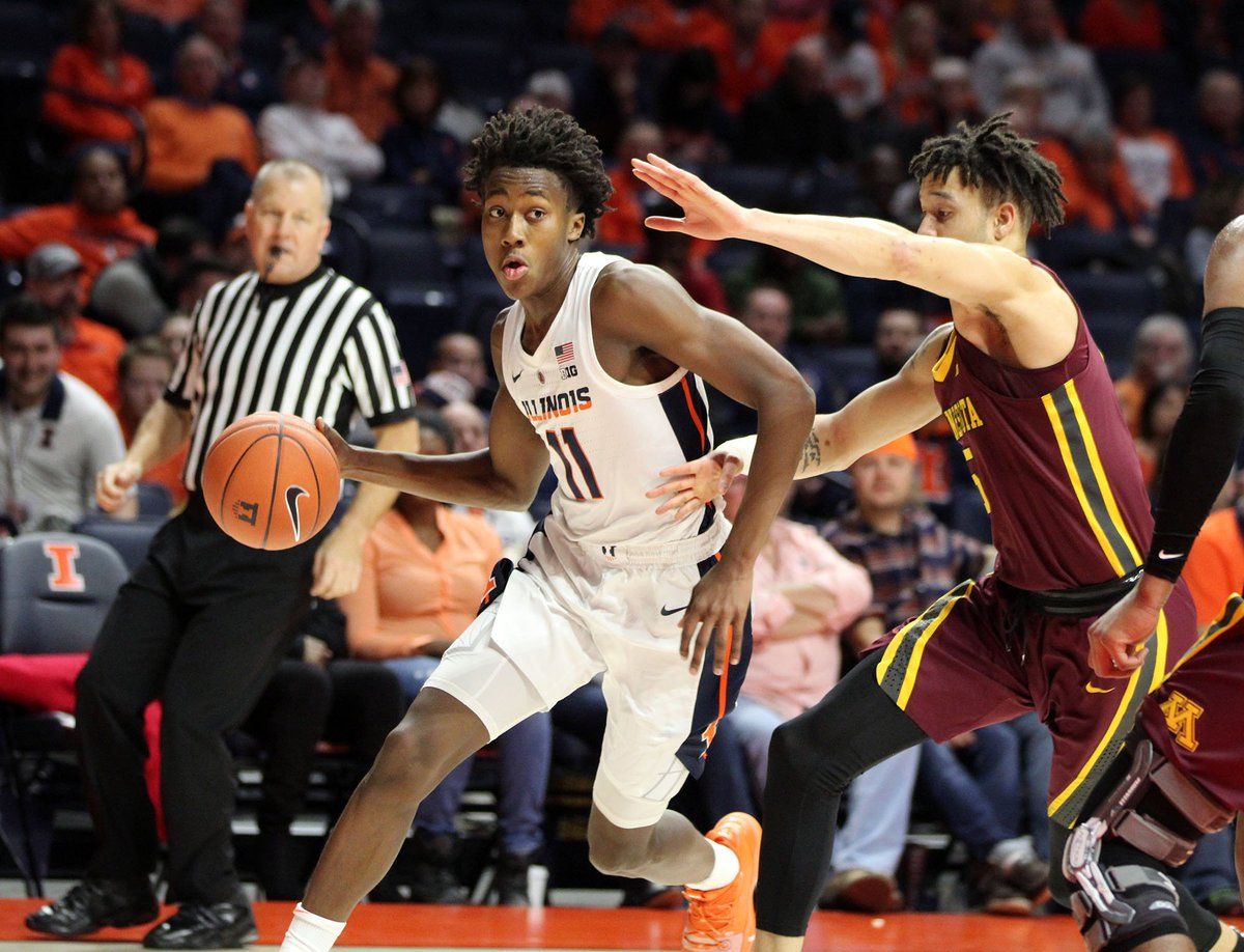 The Illini have a big lead at halftime and it&#39;s LOUD inside State Farm Center    @CrayolaCraanBox   #Illini   #EveryDayGuys<br>http://pic.twitter.com/V39gKAHrVi