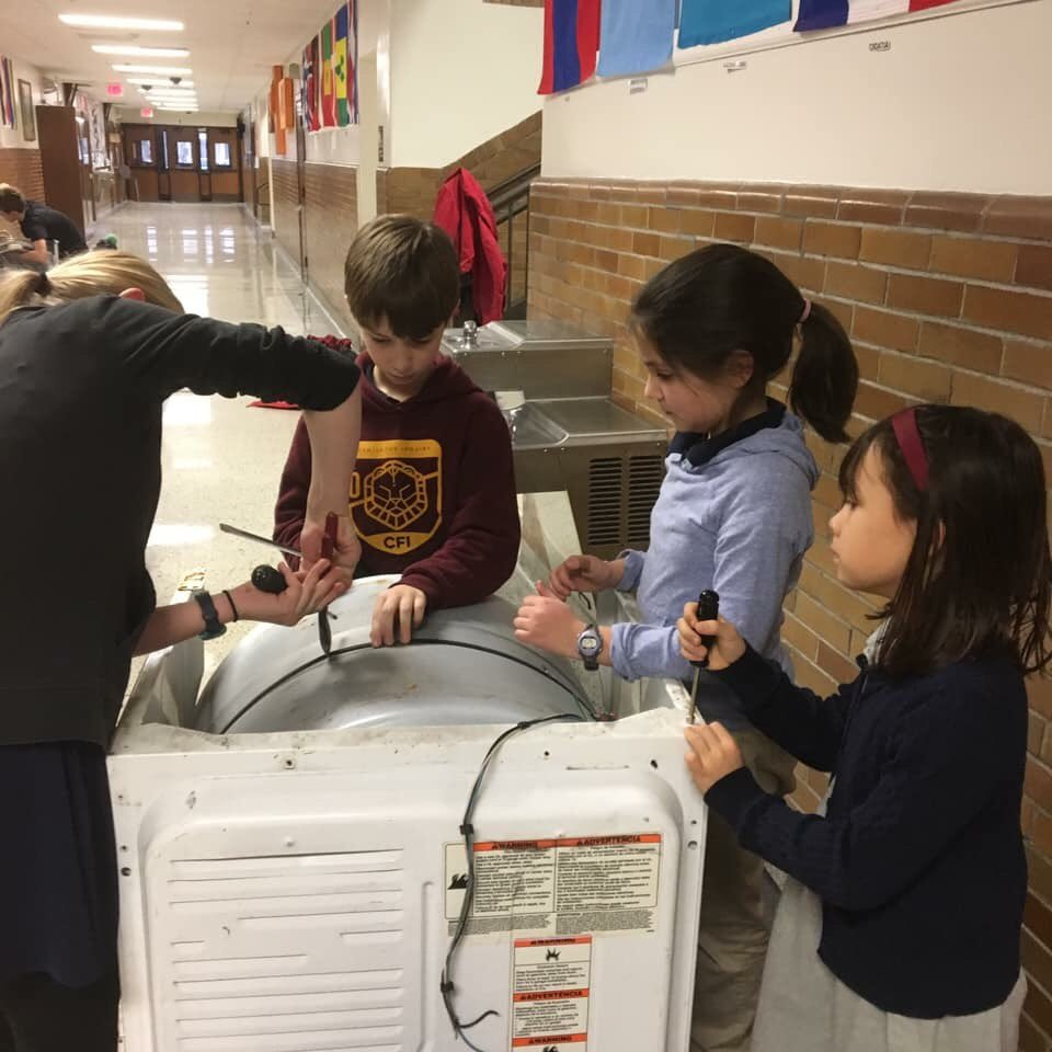 """The """"Take Apart"""" club led by the #CanLady is a hit! #recyclingPays #studentAction @IPS_CFI @ibpyp"""