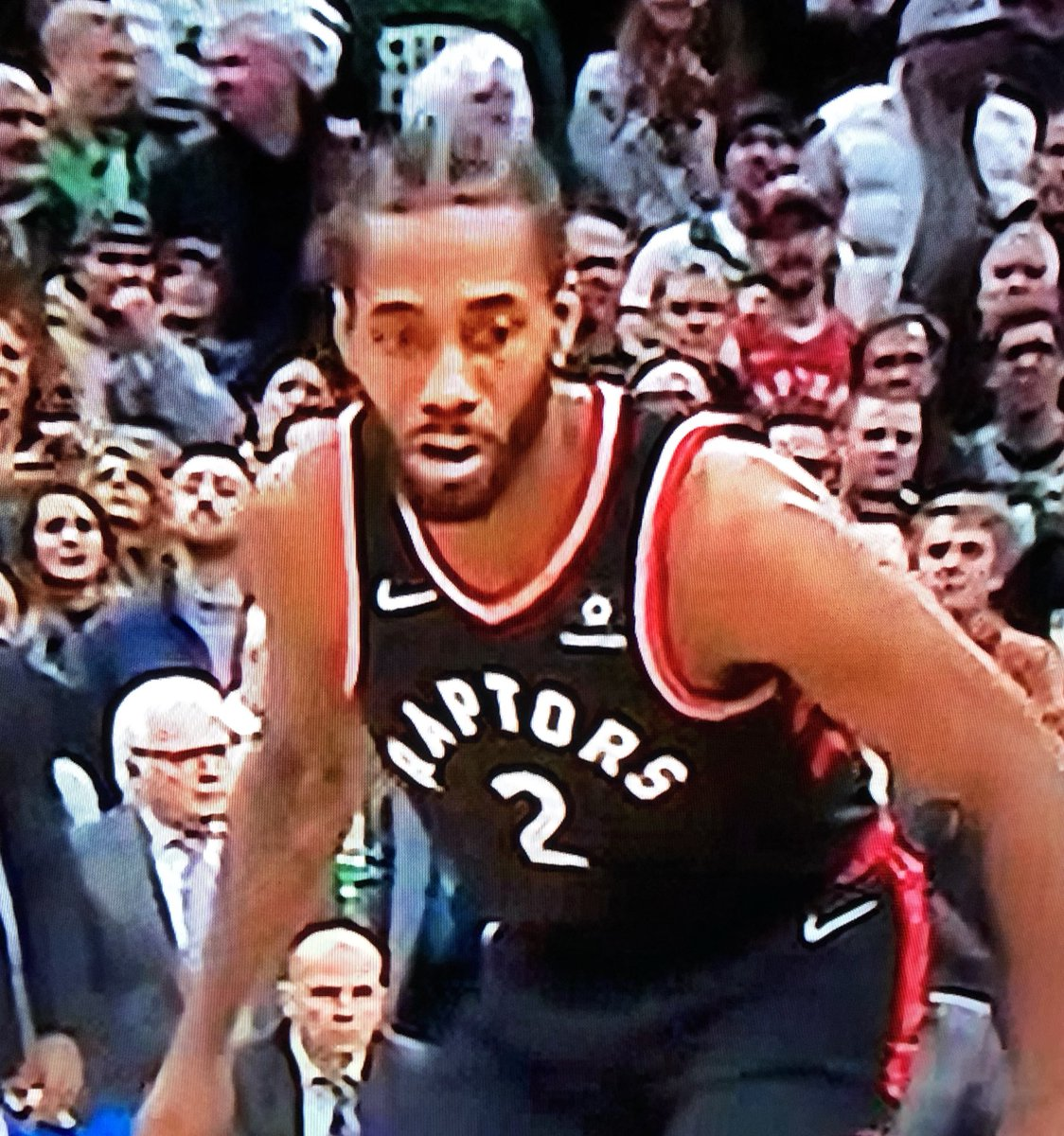 Kawhi before and after realizing Kyrie was pulling up lol<br>http://pic.twitter.com/3py4HrXtUK