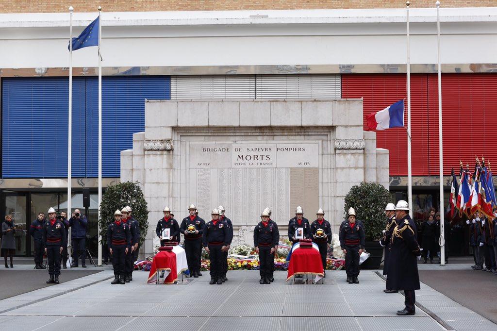 #VIDEO/ Hommage national rendu ce jeudi matin aux deux #pompiers Simon Cartannaz et Nathanaël Josselin morts dans l'explosion de d'une boulangerie samedi à Paris. https://t.co/UxirASzCIZ