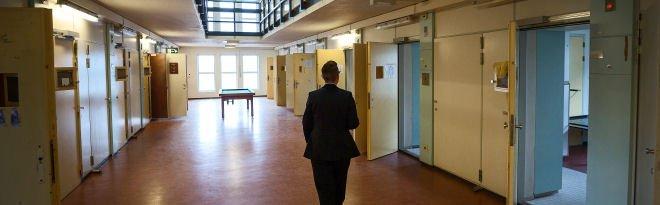 Voorwaardelijke invrijheidstelling gevangenen aanmerkelijk verkort https://t.co/lNrtcQ5Tm6 https://t.co/lwRtbOZnfr