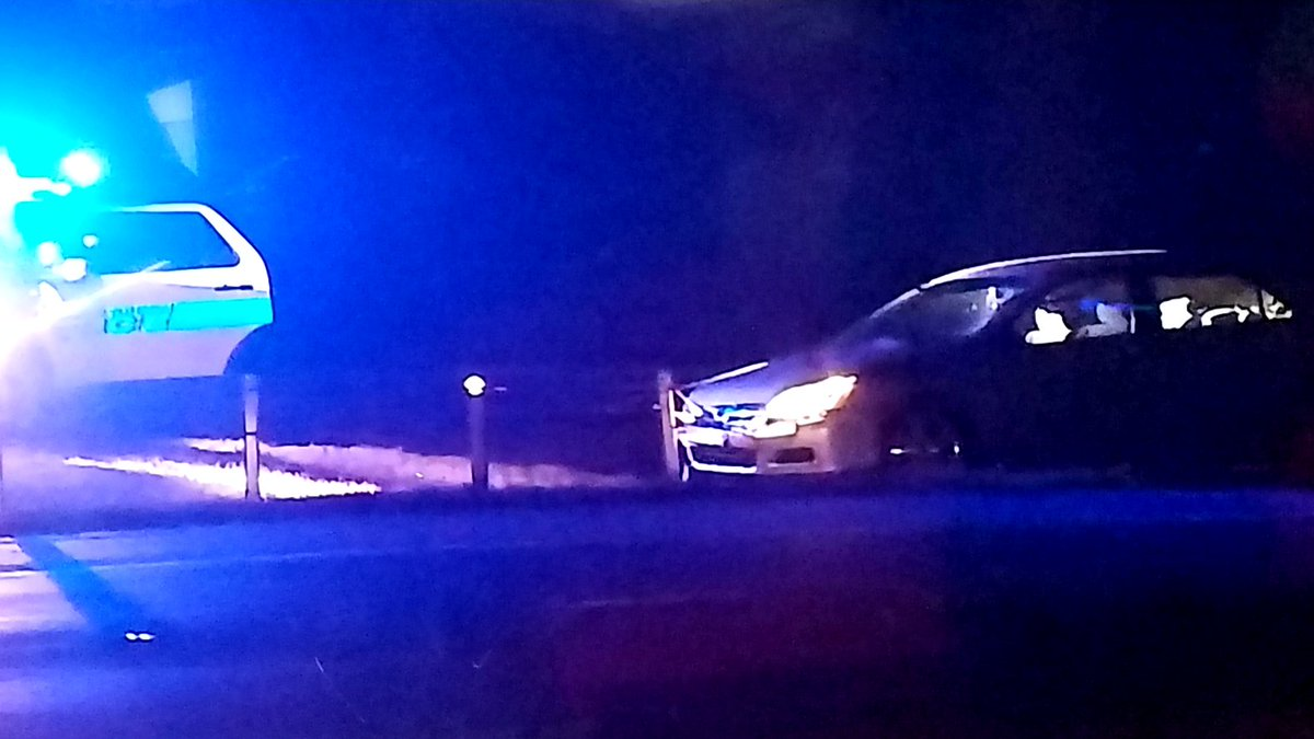 One car tangled in the median N/B. CMPD in the left service lane S/B @ Exit 6 #clttraffic #WCCB<br>http://pic.twitter.com/0giq2TKkDJ