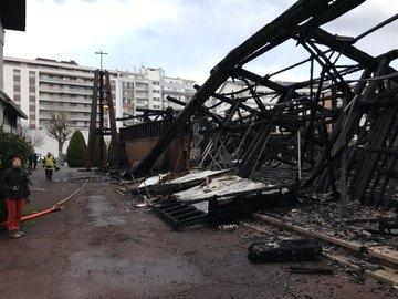 une église entièrement détruite dans un incendie. DxGKR6oWkAA4RfA?format=jpg&name=360x360
