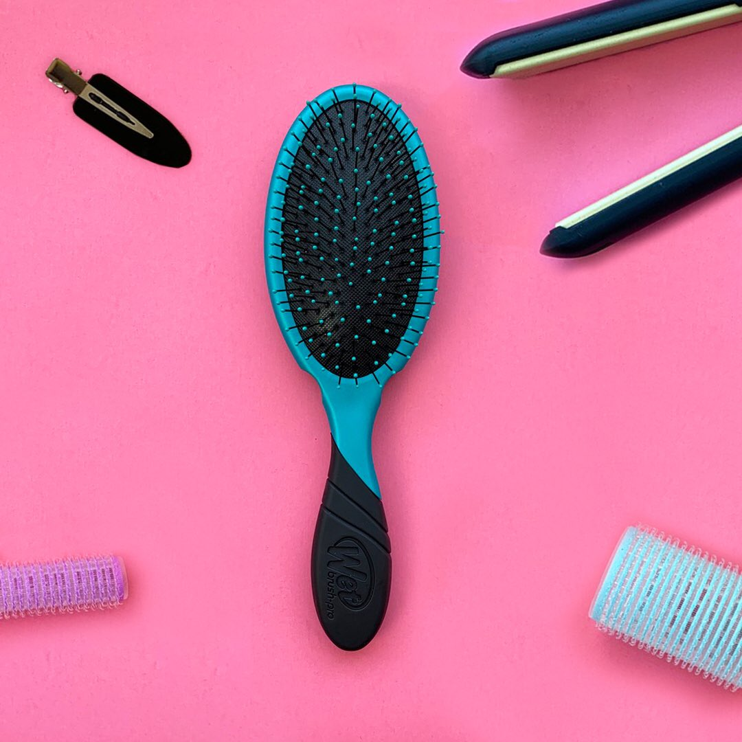 CALLING ALL STYLISTS!! The brushes you love just got a makeover. We've revamped our WetBrush Pro line to include features made with stylists like you in mind. Sturdier silhouette, finger rests, and an EasyGrip™️ handle for even more control! https://t.co/SFYXBrnUDU