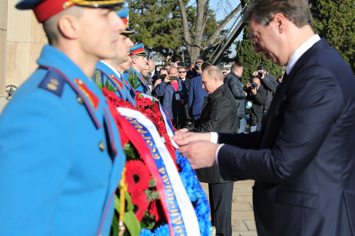#Belgrade : Vladimir Putin and Aleksandar Vucic honoured the memory of those killed in WWII, laying wreaths at the liberators of Belgrade and Soviet soldier monumentshttps://t.co/PuBSl2VWwm