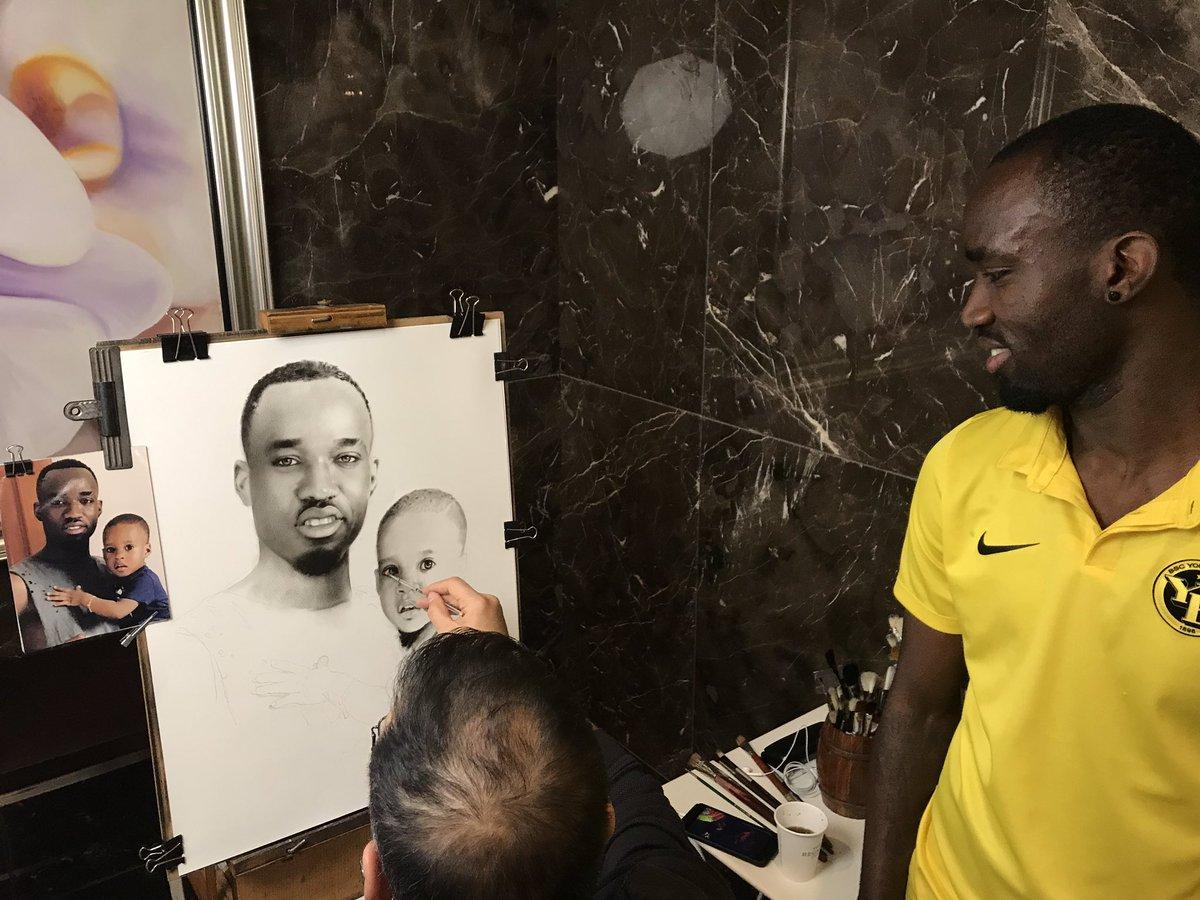 "RT @BSC_YB: Nicolas Moumi Ngamaleu als ""Kunstexperte"": Er lässt sich mit seinem Sohn verewigen. #bscyb https://t.co/lRrOPphcsV"