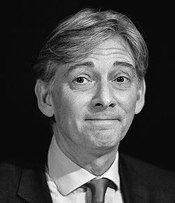 At #FMQ today Richard Leonard leader of the declining Labour Party in Scotland, joined with his fellow Unionist Tory Jackson Carlaw indulging in the smearing campaign of the SNP Leader but shows his own ignorance of how the proceedings of enquires are conducted <br>http://pic.twitter.com/wdwJeNZ3KY
