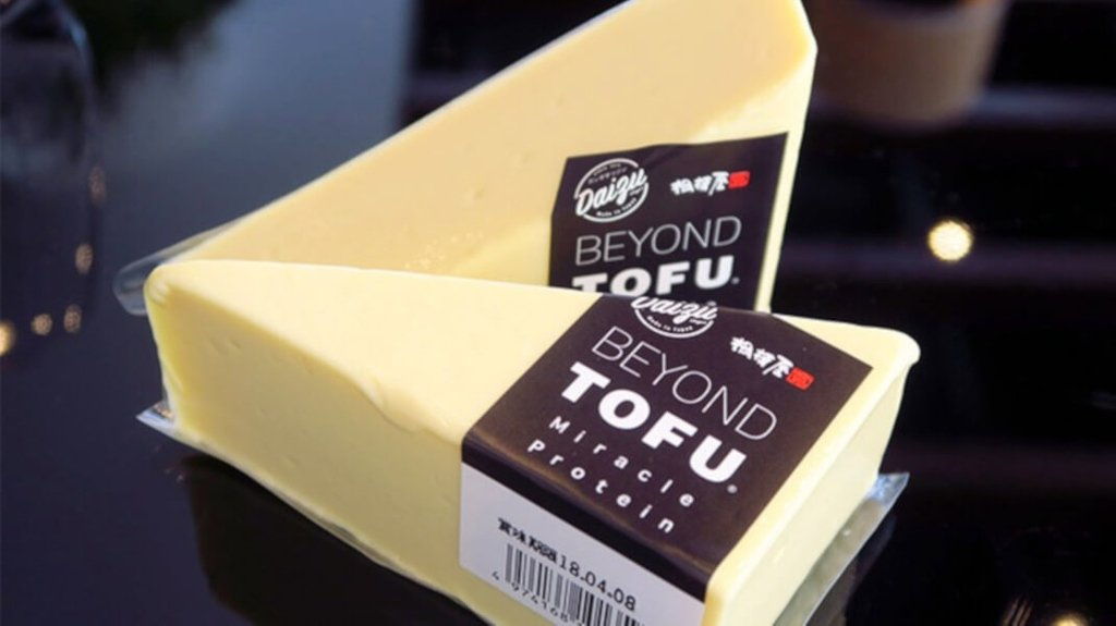 A 60-year-old #tofu company launched a #dairyfree #vegan cheese make from soy milk.  https:// tinyurl.com/y7284y47  &nbsp;  <br>http://pic.twitter.com/qW2IiNjFhM