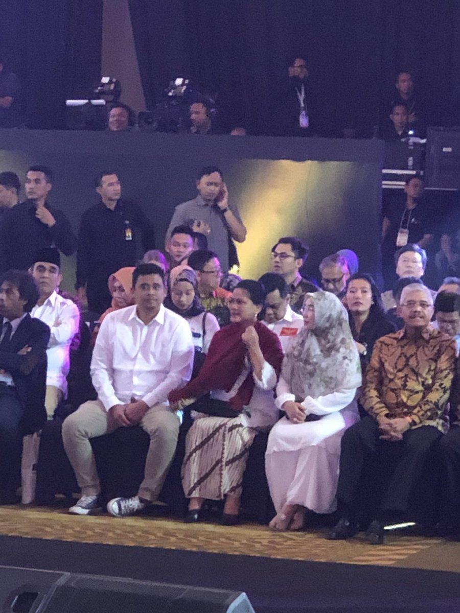 Tampilan Iriana Jokowi dan istri Ma'ruf Amin di Debat Capres 2019