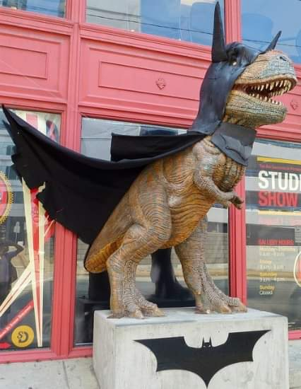 What&#39;s more awesome than a dinosaur dressed up as the Batman ? <br>http://pic.twitter.com/08IkZ4uA3m