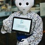 Image for the Tweet beginning: #JeudiPhoto   Notre robot #Pepper en