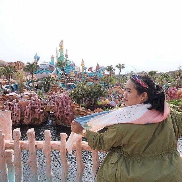 My kind of #throwbackthursday Tokyo DisneySea edition. Butuh 1,5 tahun menuliskan pengalaman berkunjung ke amusement park satu-satunya di dunia ini. I found it kinda hard to recall those memories, it reminded me of both happiness & sadness at the same ti… Foto