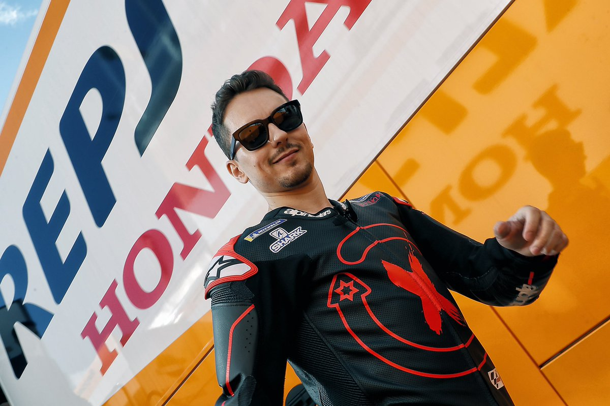 Unpublished images of Valencia from the first day with Honda. #HRC #JL99<br>http://pic.twitter.com/WGriciJ8uL