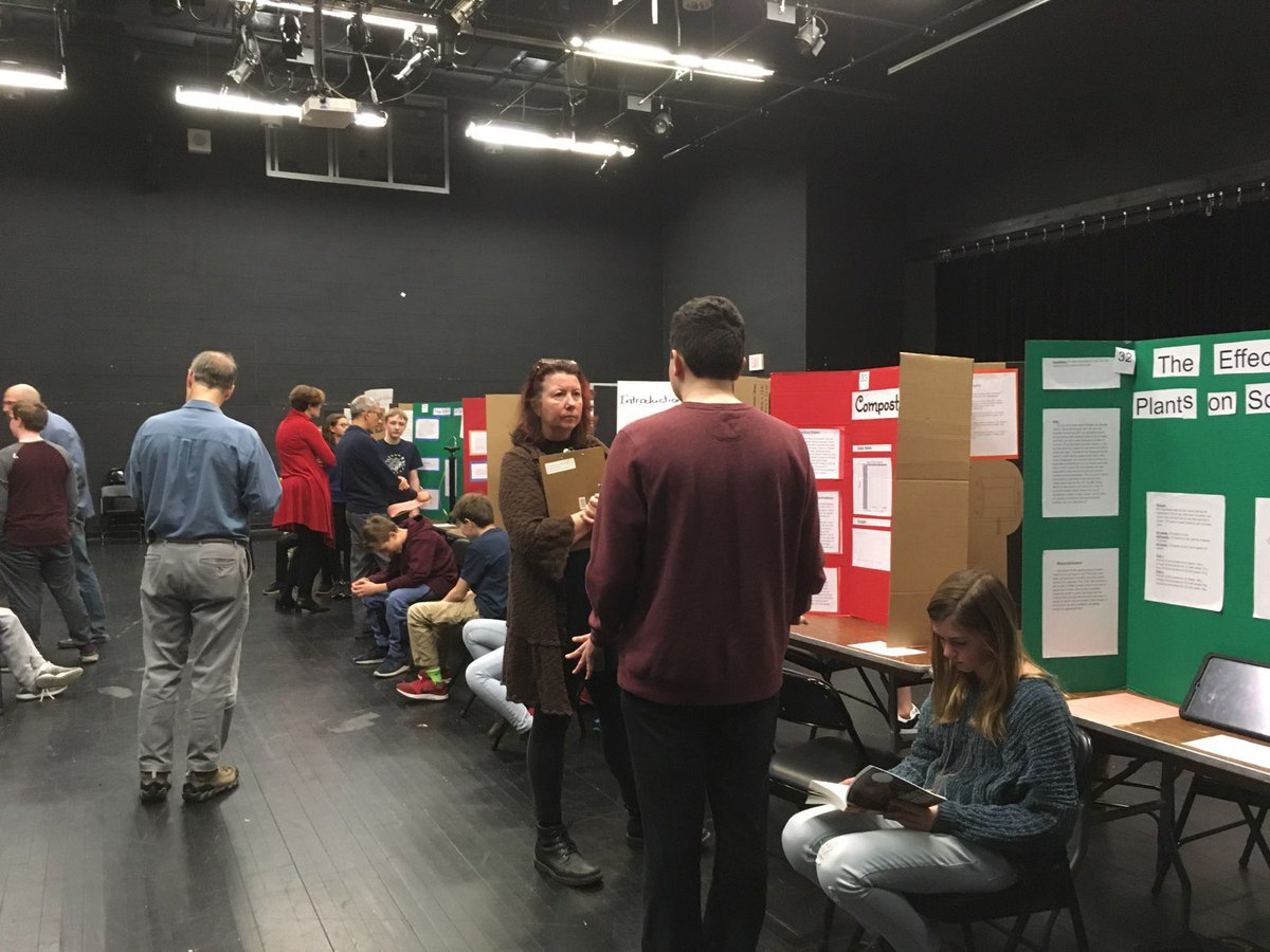 Engaging conversations taking place <a target='_blank' href='http://twitter.com/APSKenmore'>@APSKenmore</a> science fair! Thank you to Ts, Ss, judges, and parents for all of the hard work and support. 😊 <a target='_blank' href='https://t.co/Nu0c3rARL1'>https://t.co/Nu0c3rARL1</a>