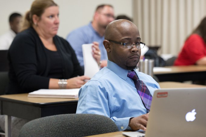 Thinking of continuing your education? Learn about 20 master's degree programs at the #UISedu Graduate School Fair on Wednesday, Jan. 23 from 3 to 5:30 p.m. at the @UISUnion. Attendees will receive a $60 application fee waiver! Register: https://t.co/XB7d0A3Xly https://t.co/LvHOKypGvZ