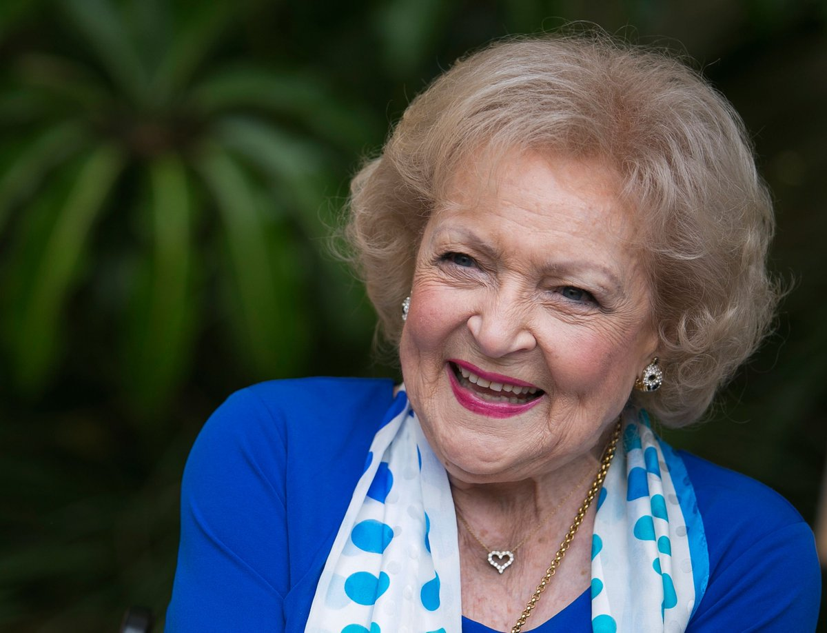 Happy birthday to the ICONIC Betty White! 💖 If you aren't binge-watching The Golden Girls rn you're doing something wrong.