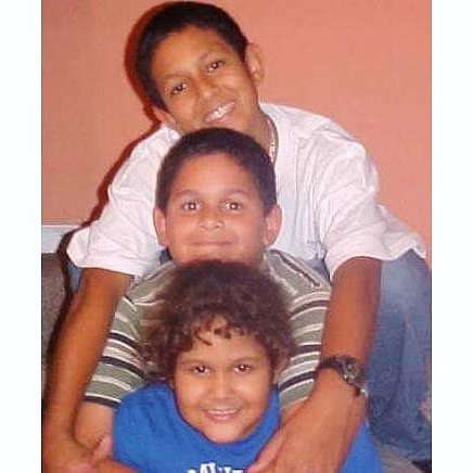 Sibling love, circa 2003 📸 #tbt . . . #throwback #throwbackthursday #thursday #weekday #siblings #sibling #siblinglove #familylove #family #familyman #familia #todoparalafamilia #allforthefamily #brothersgarcia #reference #nick #nickelodeon #happythursday #miami