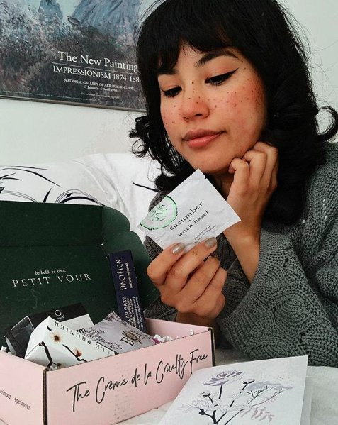 Opening up your #veganbeauty box like  Sign up now to get your January #crueltyfree + #vegan box:  https:// bit.ly/2tuv3rJ  &nbsp;   [ @thekategatsby]<br>http://pic.twitter.com/PnhHexuCpr