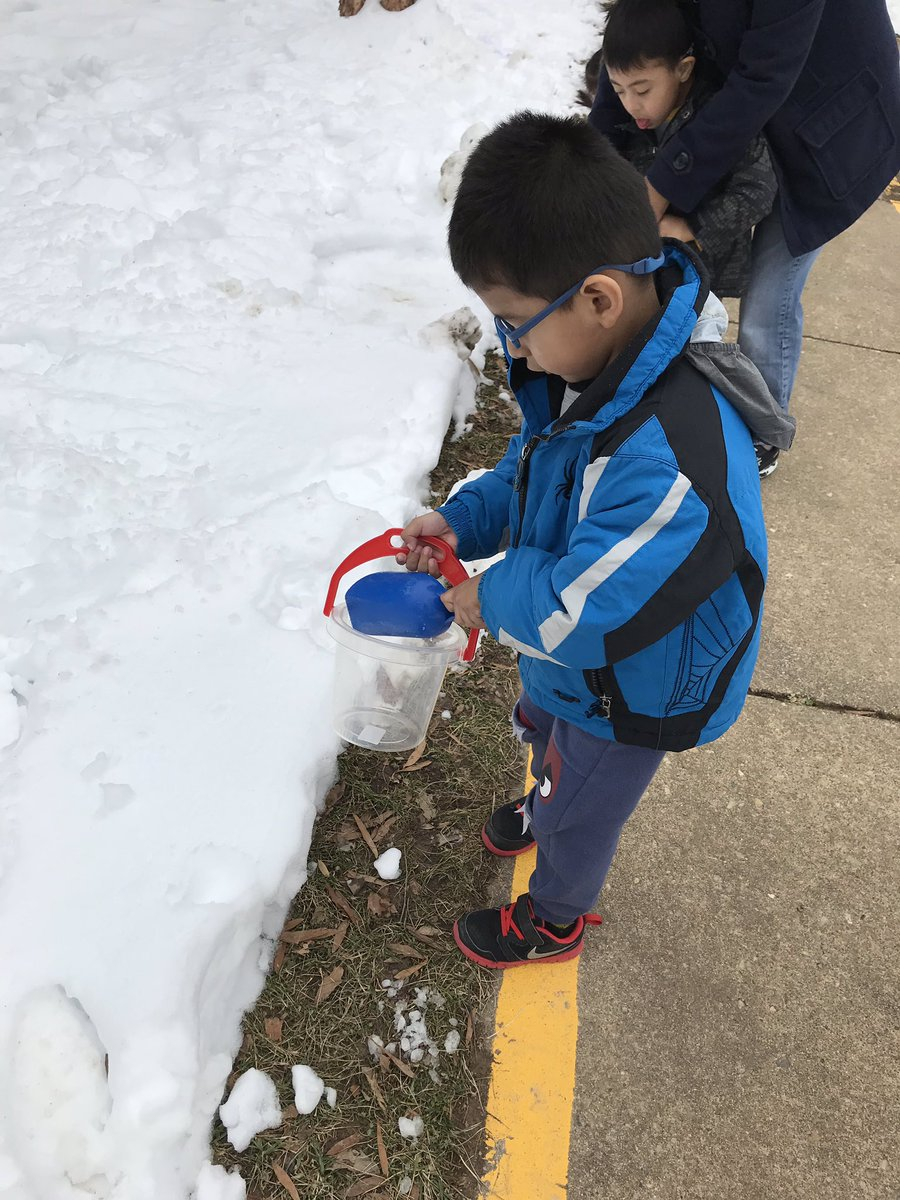 Working on fine motor skills scooping snow and then using watercolor paints to make beautiful snow art! <a target='_blank' href='http://search.twitter.com/search?q=KWBPride'><a target='_blank' href='https://twitter.com/hashtag/KWBPride?src=hash'>#KWBPride</a></a> <a target='_blank' href='http://twitter.com/BarrettAPS'>@BarrettAPS</a> <a target='_blank' href='http://twitter.com/APSVirginia'>@APSVirginia</a> <a target='_blank' href='http://twitter.com/APS_EarlyChild'>@APS_EarlyChild</a> <a target='_blank' href='https://t.co/pl1LYJfllP'>https://t.co/pl1LYJfllP</a>