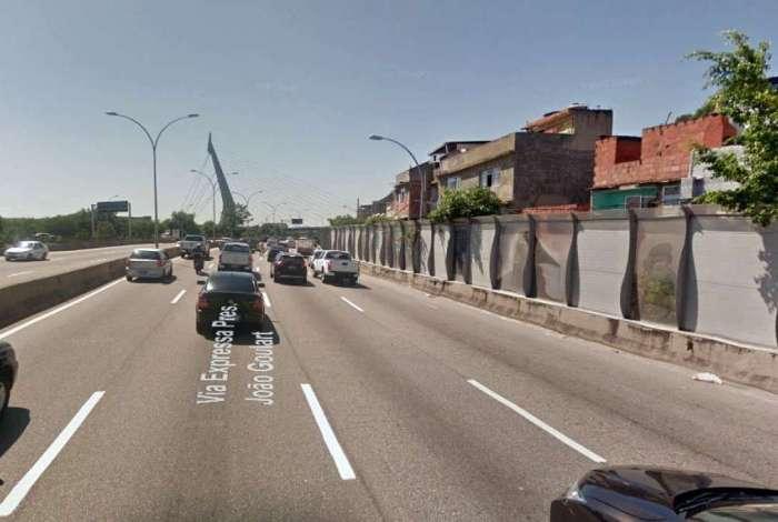 Violência assusta motoristas na Linha Vermelha  #odia #jornalodia  Saiba mais: https://t.co/0d3kuCVIYR
