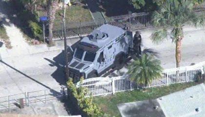 #BreakingNews - Heavy Police Presence At SWAT Team Standoff In North Miami Beach. https://t.co/5Zp5dGYZP2