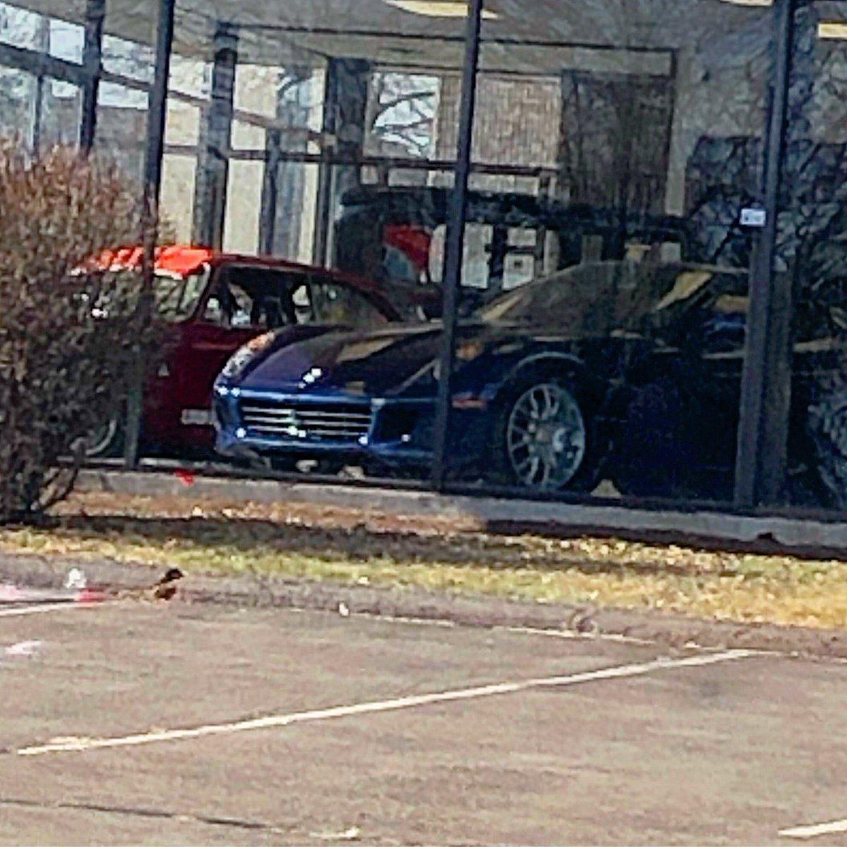 Found this @Ferrari 599 in a showroom window. What a beautiful car. 😍