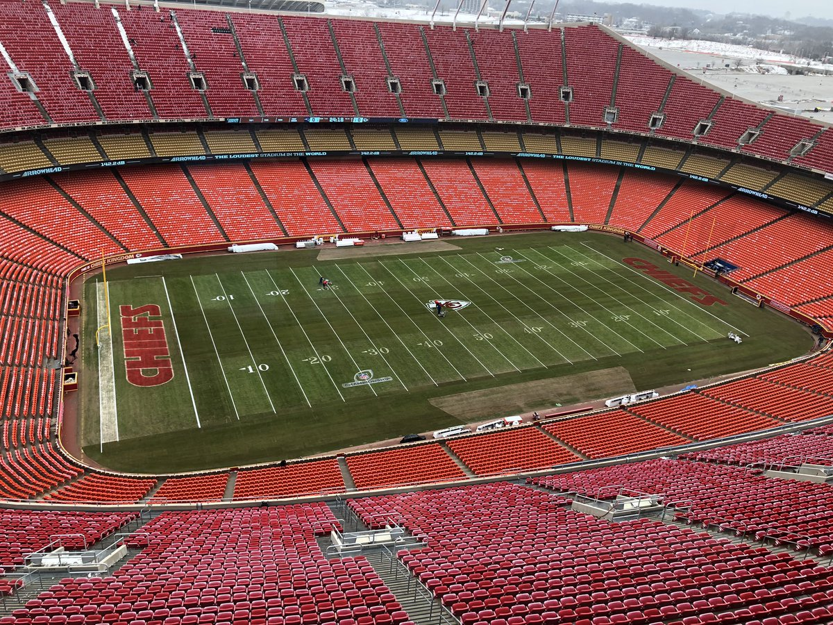 The field at Arrowhead Stadium looks to be in pretty good shape. The endzone is down and and painting is taking place. We will hear from Andy Reid, Bob Sutton, Dave Toub, Eric Bieniemy, Mitchell Schwartz, Eric Fisher, Steven Nelson and Dustin Colquitt beginning around 11:50 am.<br>http://pic.twitter.com/nYNyrCsaTN