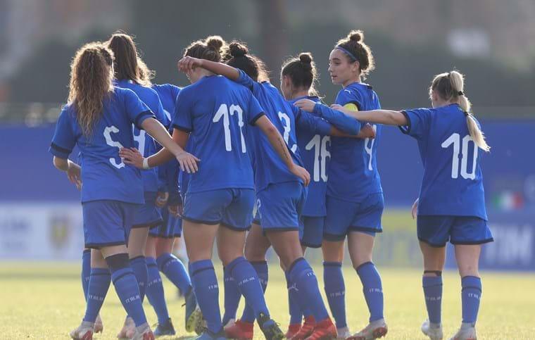 #Under19 Femminile 🇮🇹 Con un gol di #Longo e una doppietta di #Bellucci le #Azzurrine superano la Repubblica d'#Irlanda 🇮🇪 3️⃣-1️⃣  L'articolo 👉🏻 https://bit.ly/2svGwYV  #VivoAzzurro