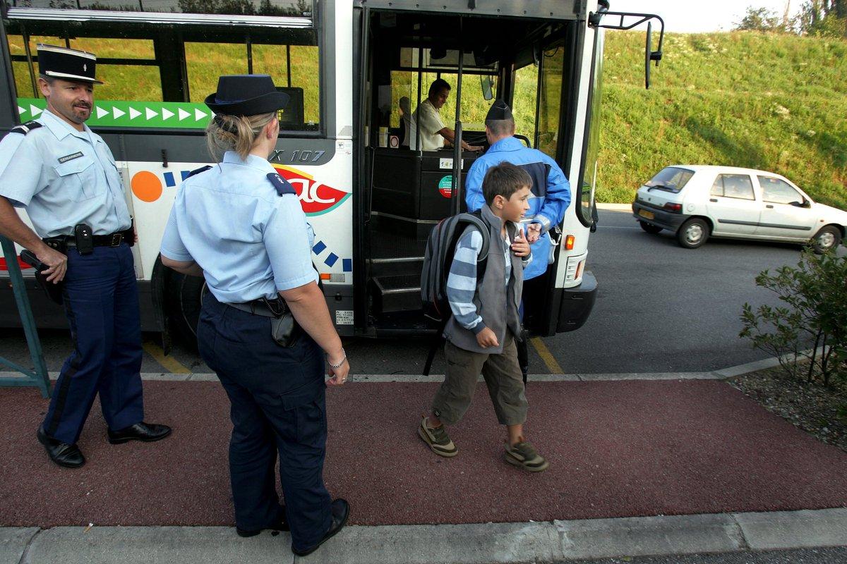 Un passager de 51 ans a menacé et insulté ce jeudi un conducteur de bus à Chambéry. Il a été interpellé à l'arrêt de bus 'Hôtel de Police' juste en face du commissariat ►https://t.co/n0n3GkMOnj