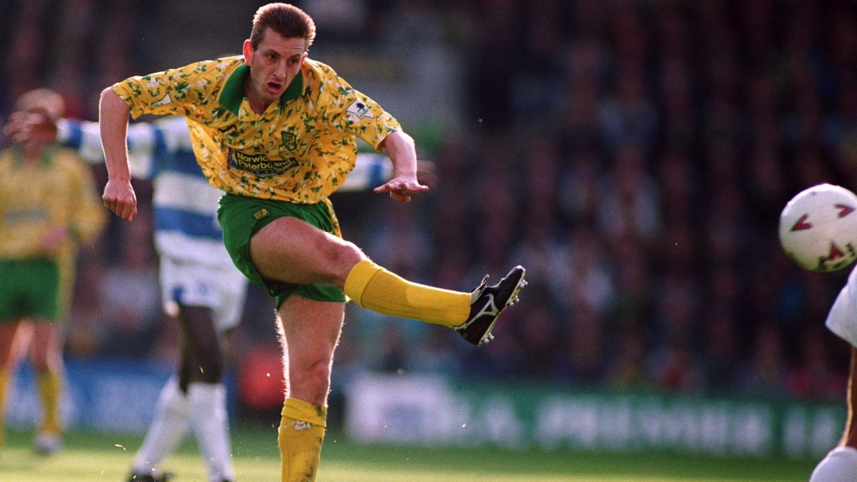 Wishing a very happy birthday to City legend, Ian Crook! 🎉 #ncfc   4️⃣1️⃣8️⃣ appearances 2️⃣4️⃣ goals  Have a great day, Chippy! 🎂