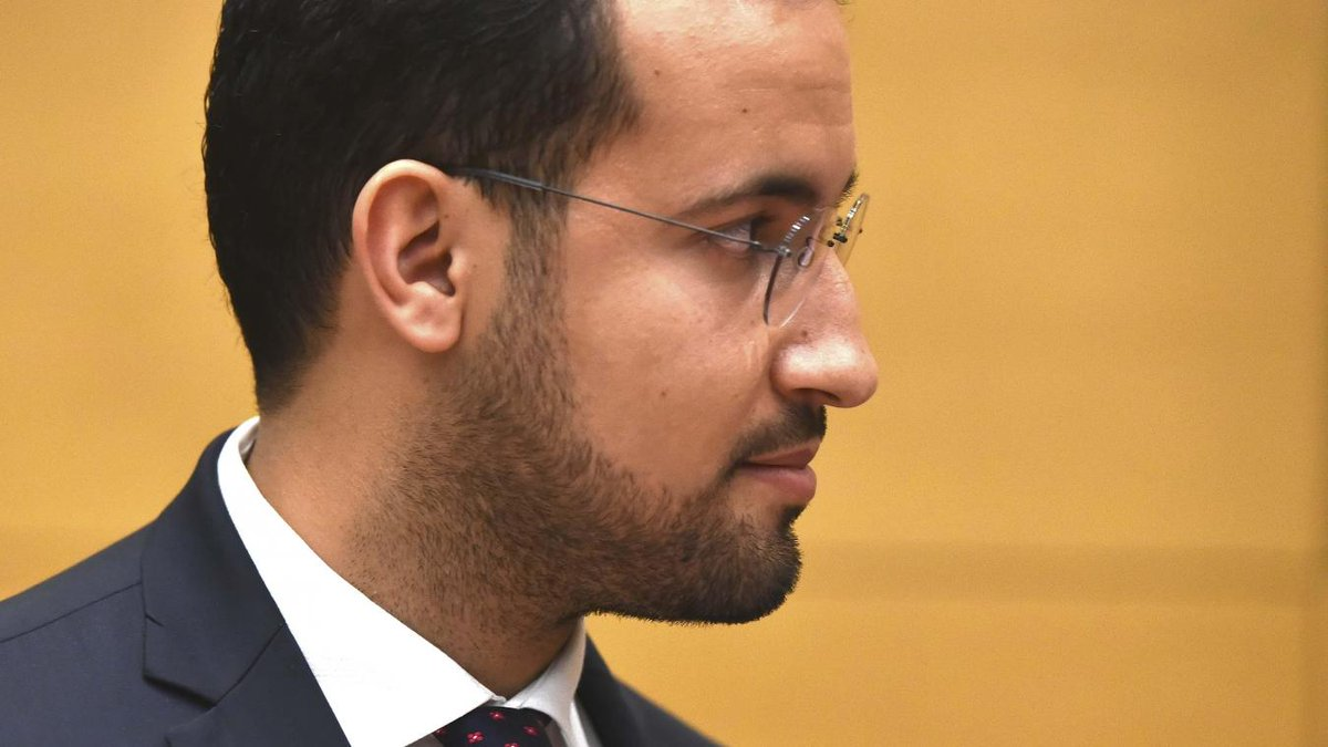 🔴 ALERTE INFO - #Politique:  Alexandre #Benalla a été placé en garde à vue ce jeudi matin dans le cadre de l'enquête ouverte sur l'affaire des passeports diplomatiques. L'enquête a été confiée à la Brigade de répression de la délinquance contre la personne (BRDP).'