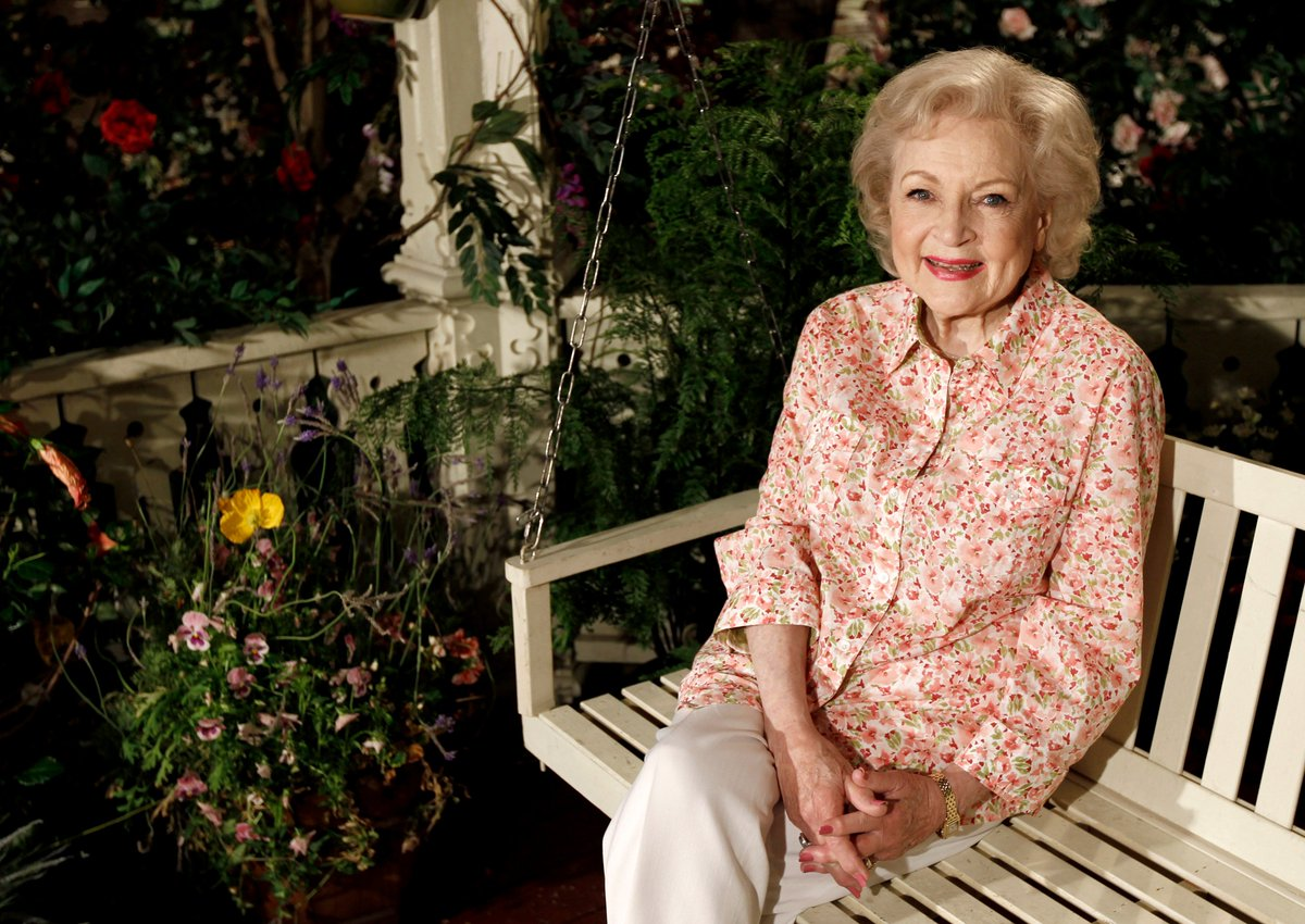 Happy birthday Betty White! https://t.co/5iuRlkqcqO