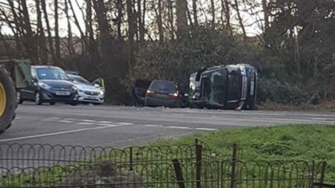 Prince Philip has been involved in a car crash near to Sandringham - Buckingham Palace say he was unhurt https://t.co/kKAVJYOlwX
