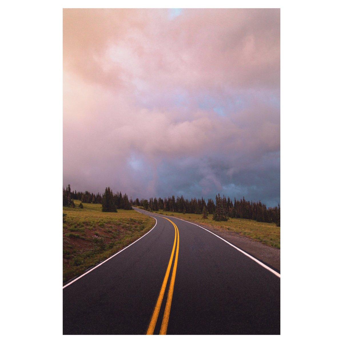 roads in mt rainier np <br>http://pic.twitter.com/y0UWGWCZrd