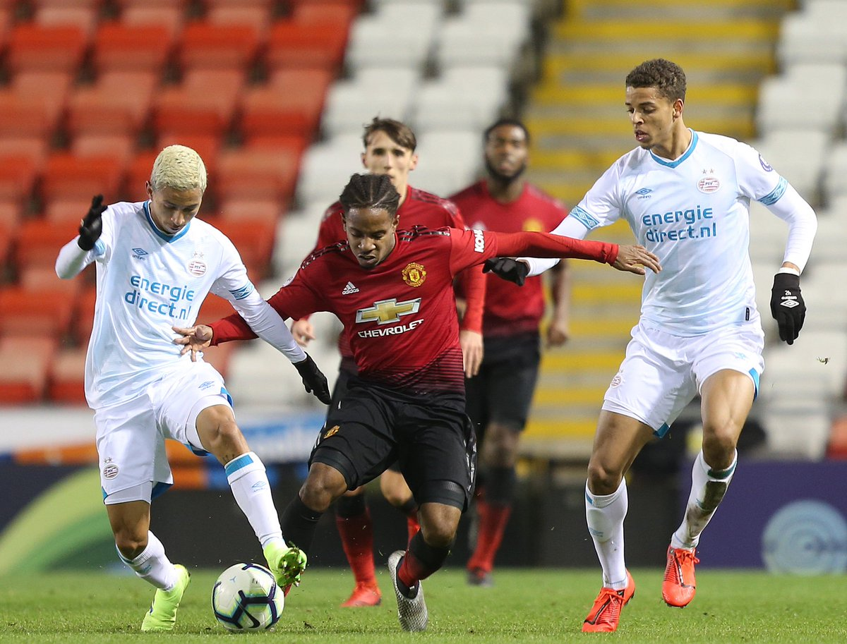#MUAcademy U23s: HT - #MUFC 0 PSV Eindhoven 0. Both teams have shown a lot of patience and there haven't been too many chances in a goalless opening 45 minutes.