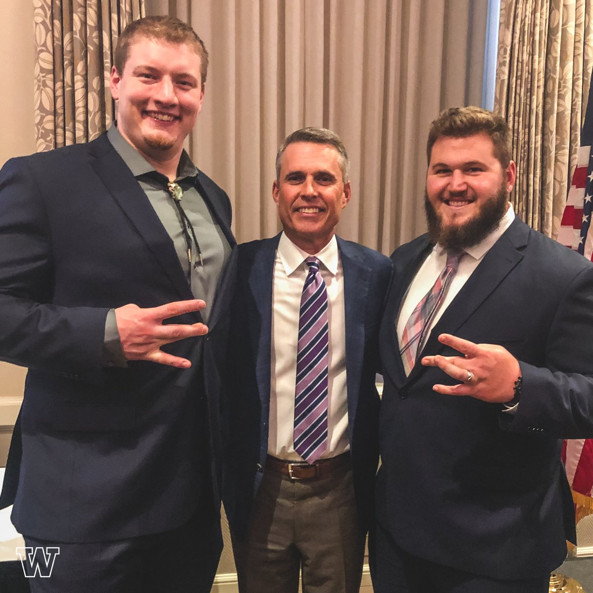 Congrats to Morris Trophy winners Greg Gaines and Kaleb McGary. Truly a special occasion to have two Washington guys win this award. #PurpleReign<br>http://pic.twitter.com/L3IwVqkAV2