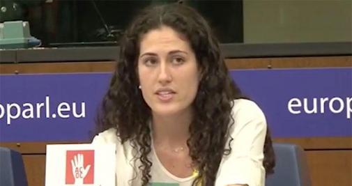"""Anna Forn, hija del exconsejero de InteriorJoaquim Forn, ha sido contratada por la recién reabierta """"embajada catalana"""" en Londres. Toda su experiencia laboral es haber trabajado en un bar.  ¿Qué cuernos hace en una embajada que no puede ejercer como tal? ¡Ya está bien!"""