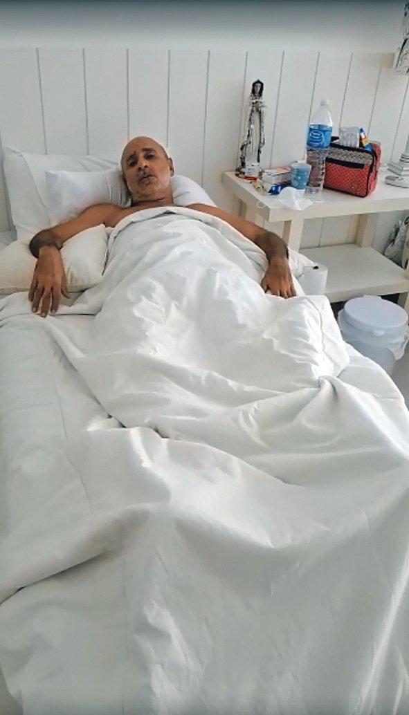 Em petição, a defesa de Queiroz informou que ele estava internado no hospital Albert Einstein, em São Paulo, e elas estavam lá para acompanhá-lo. https://t.co/5S2hahDm4a    📷 Reprodução