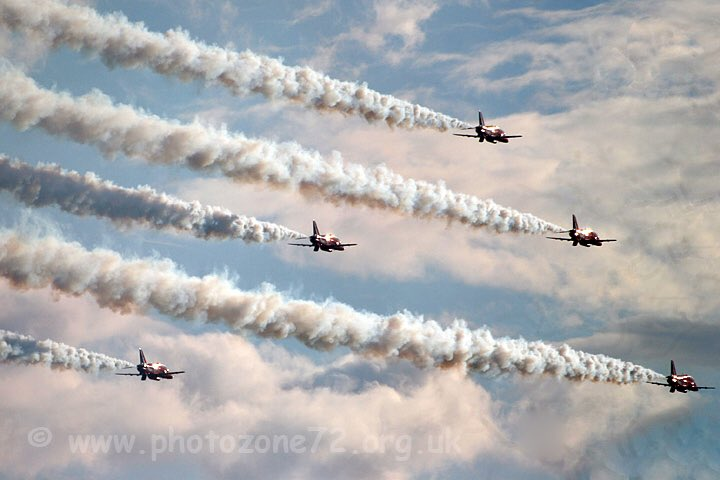 #ThrowbackThursday - After  the rain - @RAFRed1 and the rest of Enid heading into The Goose at Duxford back in 2013<br>http://pic.twitter.com/pWegPCD0Md