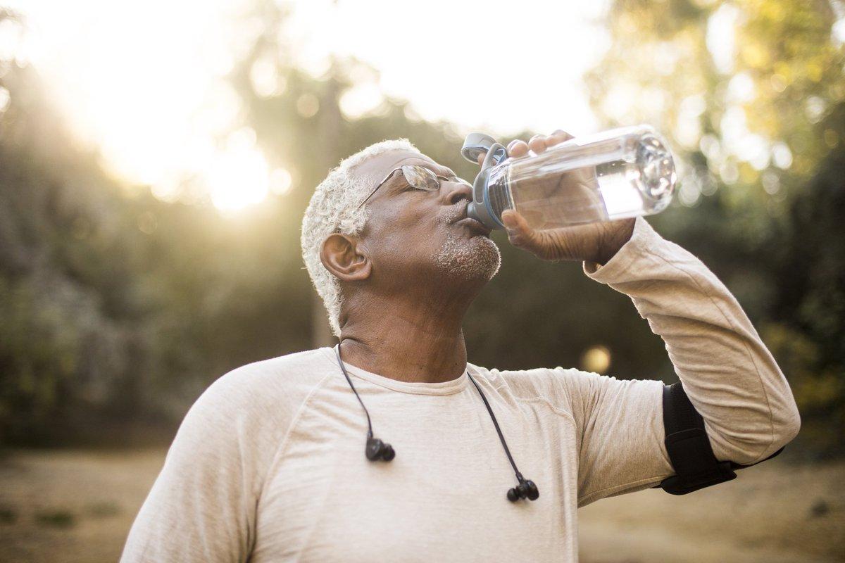 Confira a importância de cuidar da hidratação nos dias mais quentes no Blog da Saúde https://t.co/s6j7nzjHV0