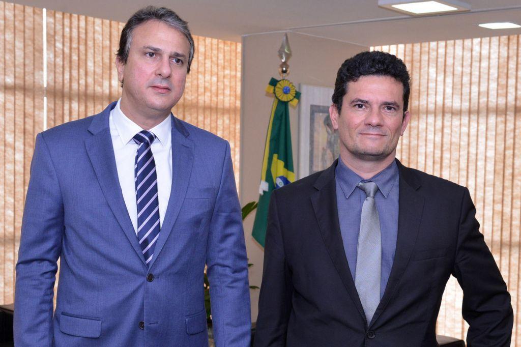 Contra ataques, governador do Ceará pede 90 agentes penitenciários a Moro.  https://t.co/71u322uAgo
