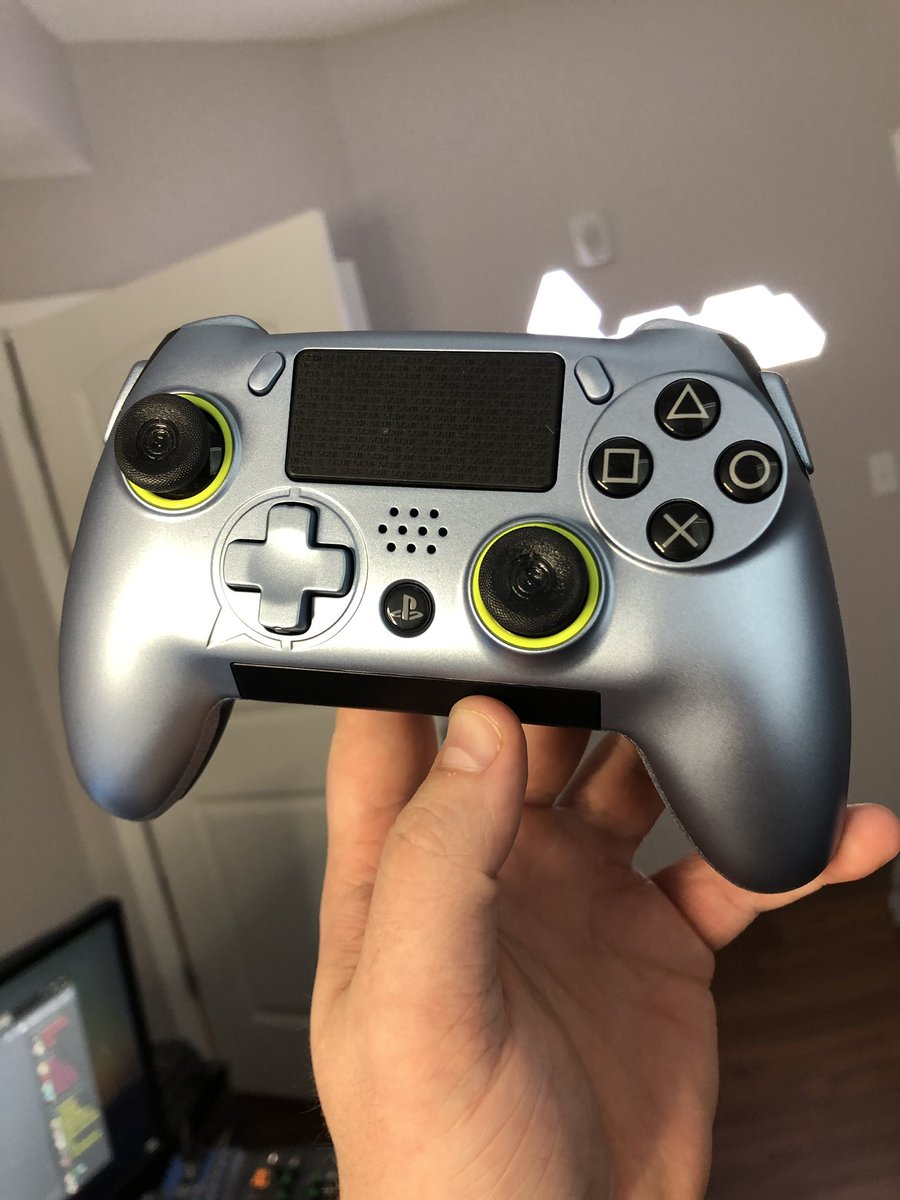 Alright, SCUF VANTAGE CONTROLLER GIVEAWAY!  Like + RT + Follow to be entered in Will draw a winner in a few days!   also new video is live -> go watch! https://www.youtube.com/watch?v=CX3vo7QHwB4…