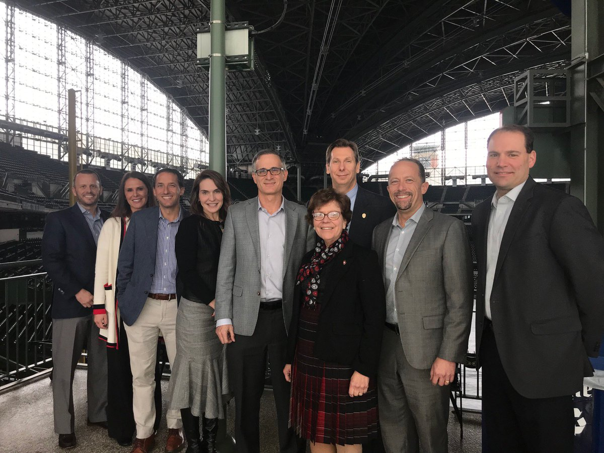 Brewers COO Rick Schlesinger, @UWMadison Chancellor @BeckyBlank and members of their respective executive staff met earlier today to talk about higher education and baseball, and strengthen the relationship between two iconic Wisconsin institutions. #OnWisconsin <br>http://pic.twitter.com/YV0O7zlgjd